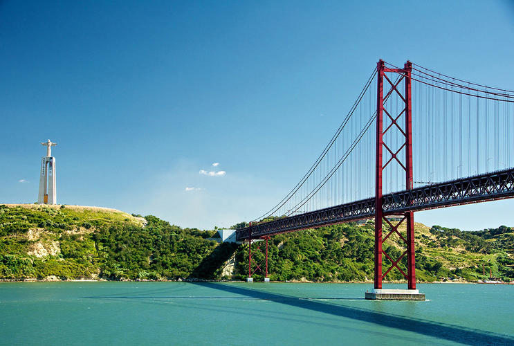 <p>The 25 de Abril (25 th of April) Bridge, crosses the Tagus River between Lisbon and Pragal, Portugal, inaugurated in 1986</p>