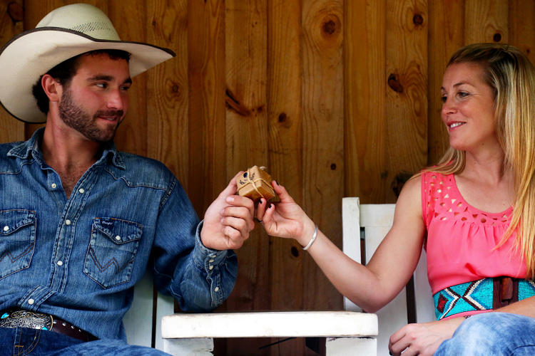 <p>Tori Barker and Jacob Boyd of Love Valley share some free cookies.</p>