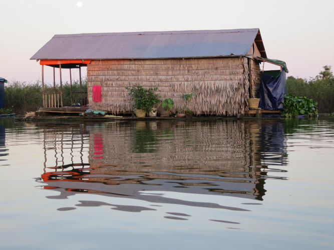 <p>Houses, schools, grocery stores, a police station, and even beauty salons and a mechanics shop all rest on boats in the middle of a sprawling lake, relocating with the lake's expansion as the water rises and falls 30 feet throughout the year.</p>
