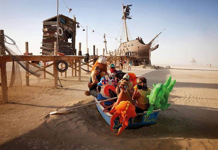 <p>Artists: Kevan Christiaens, Matt Schultz and the Pier Group<br /> A group of participants and their friends, rowing nowhere in a small landbound dinghy next to the Pier 2 project. At the end of the pier is La Llorona, a replica Spanish galleon.</p>