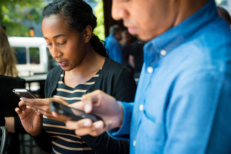 <p>Starbucks has updated its mobile app to allow orders on the go.</p>