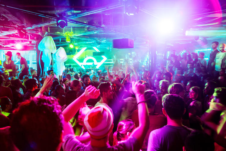 <p><a href=&quot;http://www.fastcompany.com/3042339/most-creative-people/what-a-sober-6-am-rave-can-do-for-you&quot; target=&quot;_self&quot;>We go inside Daybreaker to see why throngs of young office dwellers are flocking to pre-dawn sober raves.</a></p>