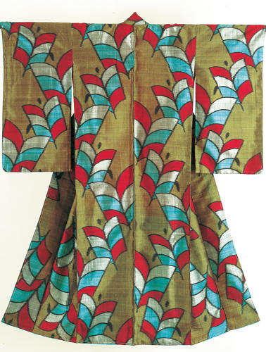 <p>Kimono for a woman. Arrow feathers.<br /> Plain weave pongee silk (tsumugi); stencil-printing of weft-threads (yokoso-gasuri), Taishō period, 1912–26, 146 x 122 cm, K49.<br /> One of the most popular motifs in Taishō and early Shōwa-period kimono is the arrow feather, which has military associations and symbolizes the power to destroy evil. In typical Taishō style, the motif has here been enlarged to bold effect.</p>