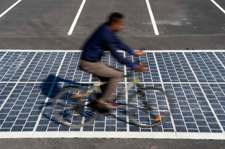<p>France is joining the Netherlands and Korea in the solar road club.</p>