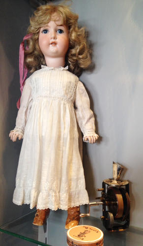 <p>The first talking doll (Thomas Edison 1889 USA), introduced the same yerar during the Paris World Exhibition.</p>