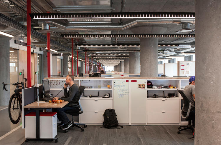 <p>The workstations, from Knoll, are designed to be flexible (they're all sit-stand desks) and robust enough to handle SRAM's heavy-duty products.</p>
