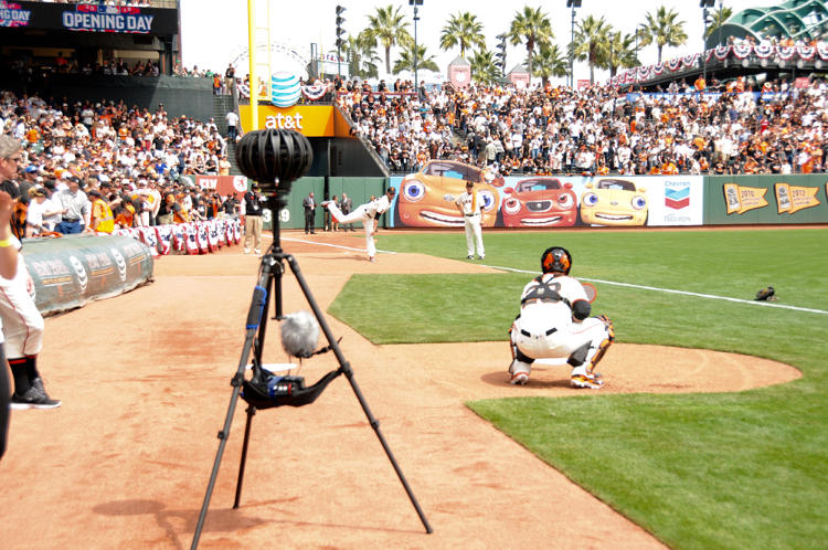 <p>Giants pitcher Jake Peavy throws a pitch in the bullpen as Jaunt's camera looks on.</p>