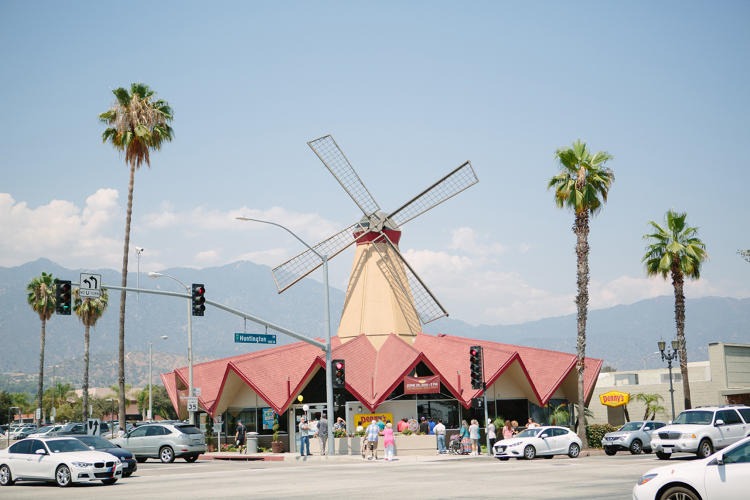 <p>In Arcadia, California, a formerly stationary windmill at a c. 1967 Googie-style restaurant was recently restored.</p>