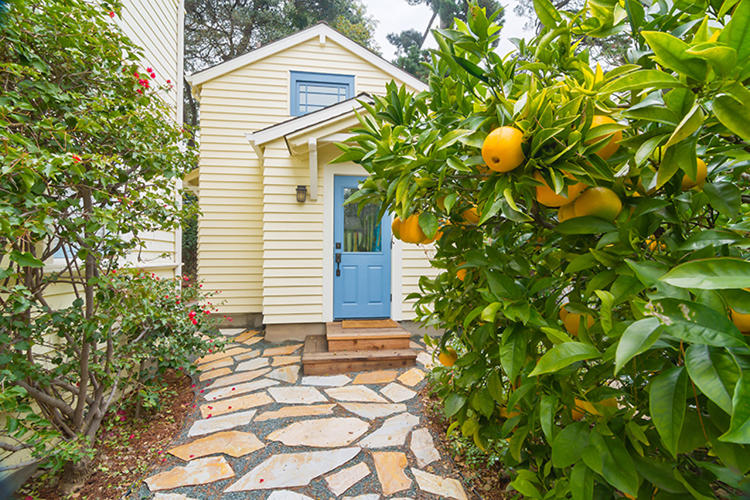 <p>New Avenue Homes specializes in backyard cottages.</p>