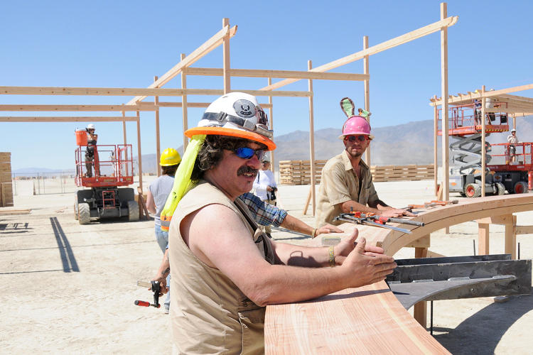 <p>The Man's lead designer, <strong>Andrew Johnstone</strong>, talking to the build team in Black Rock City, Nevada, home of Burning Man.</p>