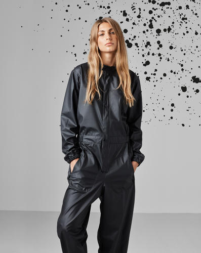 <p>A jumpsuit provides the most protection from rain and looks more runway than Paddington the Bear in the process.</p>