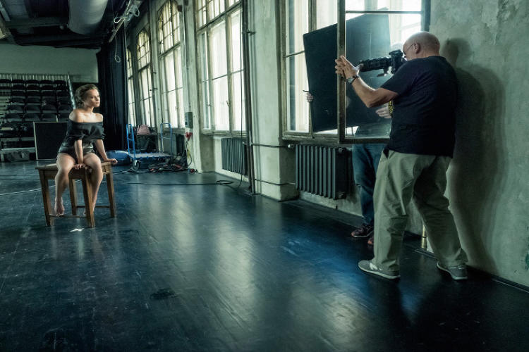 <p>Behind the scenes: <strong>Alicia Vikander</strong></p>