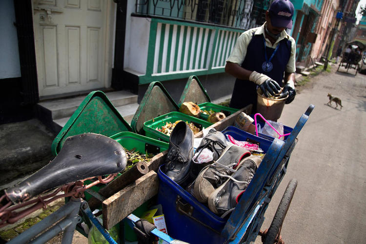 <p>In Kolkata, communities can produce more that 25 tonnes of compost a day, which is sold for $41 per tonne and can thus generate nearly $1,000 per day.</p>