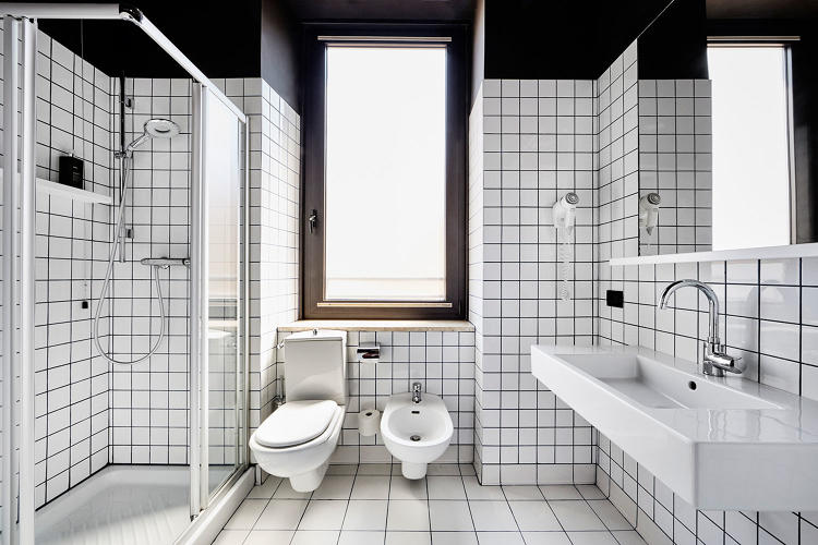 <p>A bathroom at the Generator Rome</p>