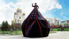 The Bizarre Wearable Architecture Of The Tented Ladies